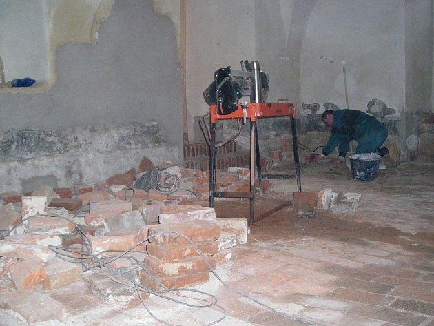 Stavební úpravy v třeboňském zámku.