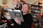 Sabina Langerová z Jindřichova Hradce je autorkou nové knihy Svatá pole.