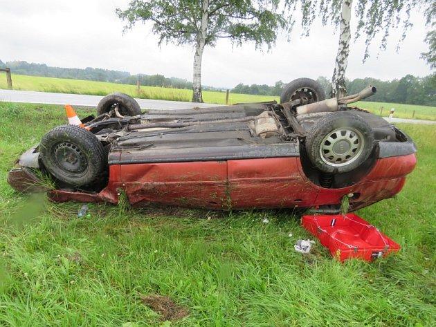 V pověstní zatáčce nad Otínem havarovalo další auto. Na vině je rychlost.