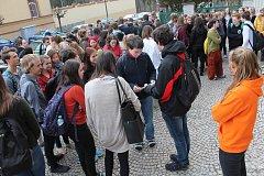 K republikové výzvě Vyjdi ven se připojili studenti Gymnázia Vítězslava Nováka i několik dalších z ostatních škol.