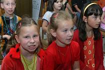 Součástí programu, který doprovázel Den zdraví v J. Hradci bylo i společné zpívání dětí s Janem Vodňanským.