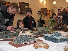 Výstava plastikových modelů v jindřichohradeckém domě dětí.