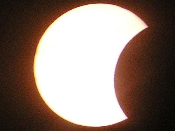 ČÁSTEČNÉ  zatmění jsme mohli na našem území pozorovat 4.listopadu 2011.Takto jej zvěčnili astronomové zjindřichohradecké Hvězdárny F. Nušla.