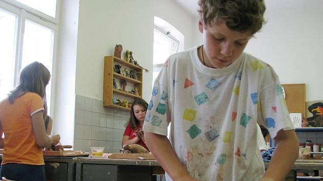 Děti se na příměstském táboře jindřichohradeckého domu dětí nenudí.