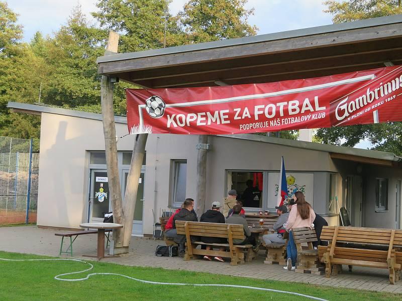 V malé vesnici na Jindřichohradecku - v Buku (místní část Jindřichova Hradce) je jediný volební okrsek. Komise navíc sedí v jedné z nejmenších volebních místností v regionu a nikdo z nich není obyvatelem Buku.