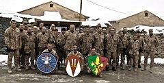 STŘÍDÁNÍ jednotek Provinčního rekonstrukčního týmu v Logáru. Společné foto 10. a 11. jednotky.