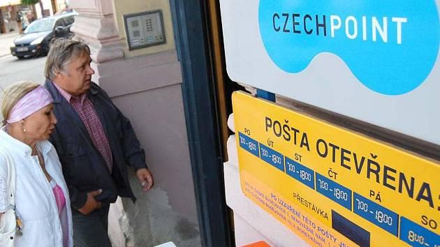 Datové schránky si lze zřídit ve sběrných centrech označených Czech POINT, které jsou například na poště.