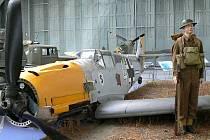 Známá dioramatická část expozice v Duxfordu, britský voják strážící sestřelený stíhací letounu Messerschmitt Me-109.