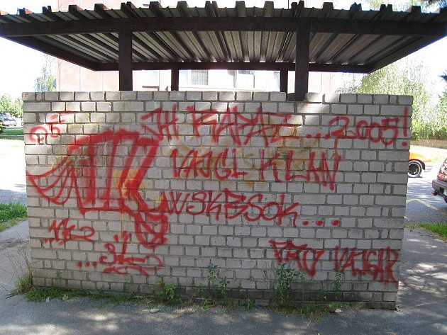 Řádění sprejerů na jindřichohradeckém sídlišti Vajgar.