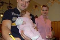 Do pamětní knihy se zapsali i Michal Petr s manželkou Lenkou a dcerou Zoe.