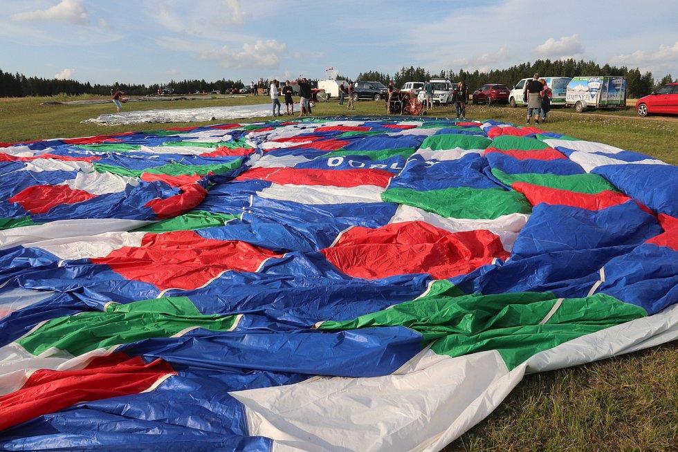 Mistrovství republiky v balonovém létání v Jindřichově Hradci.