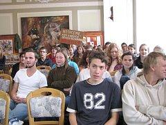 Studenti třeboňského gymnázia stávkovali.