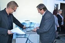 Slavnostní otevření biblioboxu a ocenění čtenářů v hradecké městské knihovně.