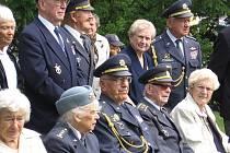 Každoročních srpnových Setkání československých válečných letců v Jindřichově Hradci se účastní řada bývalých příslušníků RAF a jejich manželek. Mnozí z nich patří k legendám válečného nebe.