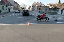 Policisté hledají svědky dopravní nehody, která se stala 26. dubna na Zbuzanech.