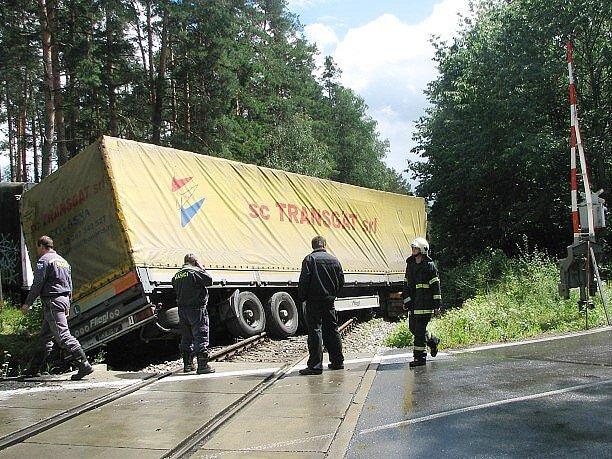Dopravní nehoda na přejezdu u Suchdola nad Lužnicí.