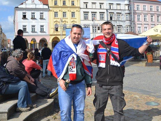 Fanoušci hokeje v neděli opět zaplnili jindřichohradecké náměstí Míru.