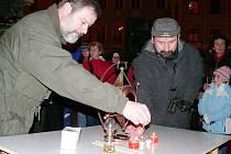 V Jindřichově Hradci je betlémské světlo každoročně 23. prosince na náměstí u vánočního stromu.
