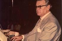 Vladimír Fuka - hudební skladatel, aranžér, dirigent, sbormistr a učitel. Dačice si připomněly 90. let od jeho narození.