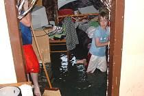 Povodeň v Novosedlech nad Nežárkou přišla i na kopci.