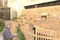 Přípravy na výstavu betlémů v Jindřichově Hradci.