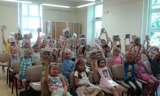 Prvňáčci z 6. základní školy byli pasováni na čtenáře.