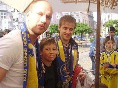 Tomáš Šmíd s hokejovými mistry světa Jiřím Novotným a Janem Markem v Jindřichově Hradci