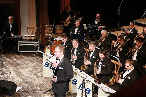 Páteční večer patřil vKD Střelnice vJindřichově Hradci vánočnímu koncertu Jindřichohradeckého BIG BANDU a jeho sólistům.