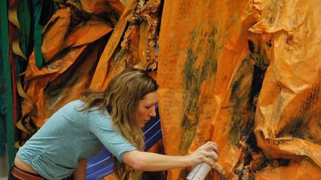 Letošní sezonu v Muzeu Jindřichohradecka zahájí výstava Afrika hravá už 30. března. Děti navštíví africkou chýši, prolezou stolovou horu a budou hledat diamanty v písku.