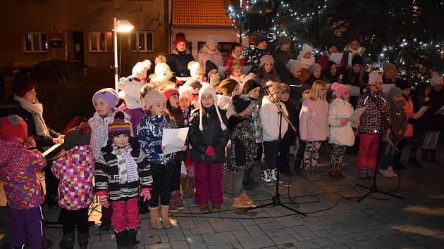 Česko zpívá koledy také v Lomnici nad Lužnicí. Letos ve středu 12. prosince od 18 hodin.