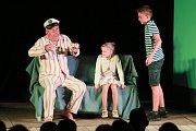 Představení Dědeček aneb musíme tam všichni.