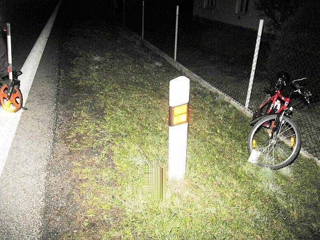 Opilý cyklista u Majdaleny narazil do odrazníku a spadl.