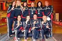 Kuželkářky České republiky vybojovaly bronzové medaile na MS družstev. Oporou týmu byla velenická Renáta Navrkalová (nahoře první vlevo).