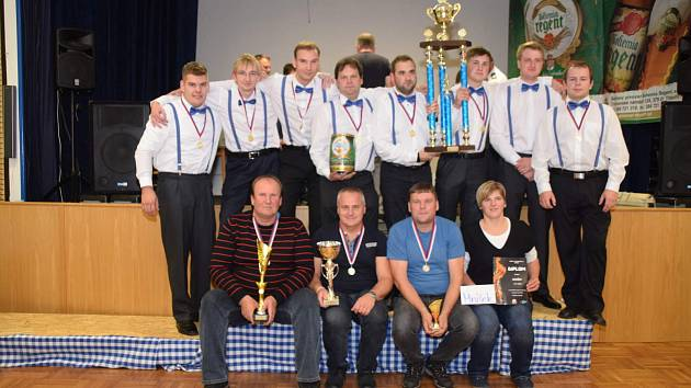 Hasiči zábavou v Halámkách ukončili letošní soutěžní ligu.
