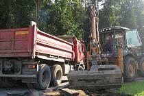 Oprava chodníků v Jáchymově ulici začala.