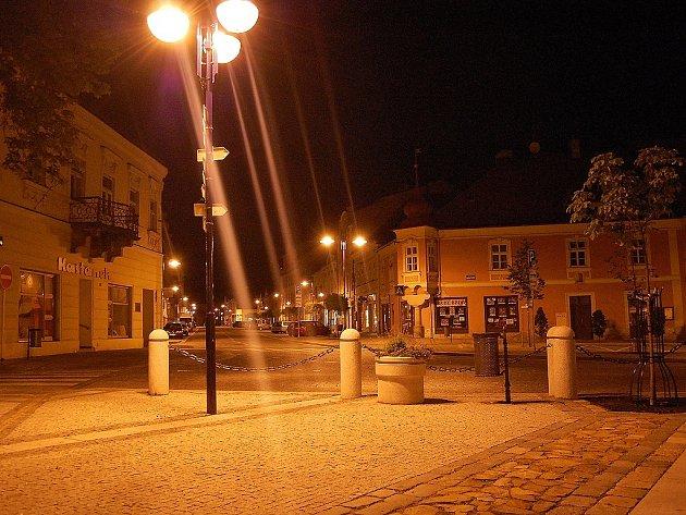 Z náměstí do Klášterské ulice.