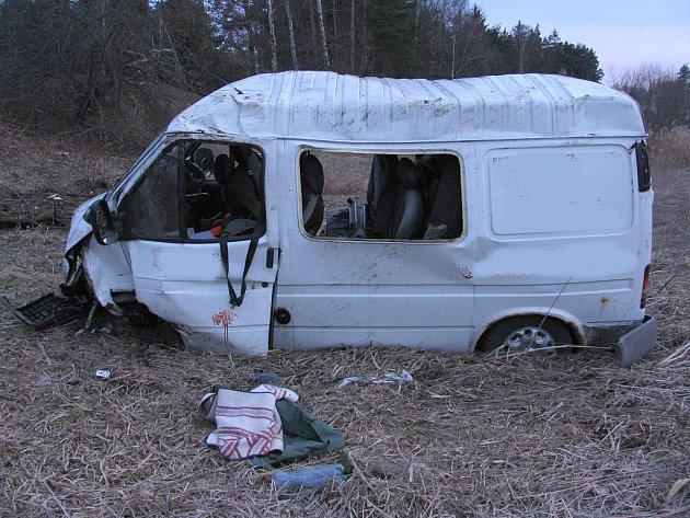 Dopravní nehoda Fordu Tranzit u Horního Žďáru, při které se zranilo šest lidí.