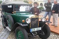 Asi nejstarsim vozidlem byla Praga Pikolo z roku 1923. Na snimku majitelka Dana Šterbova z Jindrichova Hradce P1010506.