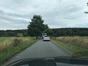 Uzavřený přejezd u Barbory lze objet i přes Ratiboř a Mnich. Ale cesta je úzká, maximálně pro osobní auta.