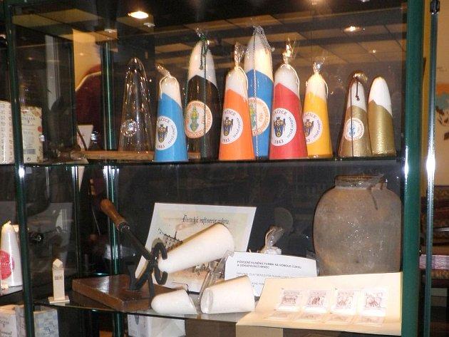 JAK JE SLADKÝ ŽIVOT – 170 let výroby kostkového cukru je název výstavy ve Vídni, pro kterou zapůjčilo své exponáty i Městské muzeum a galerie v Dačicích, které je s vynálezem kostkového cukru spjato.