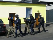 Ve středu policisté se zaměstnanci ČEZ a dalšími složkami měli taktické cvičení v bývalém areálu Jitky v J. Hradci..