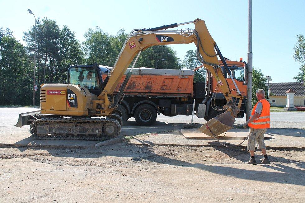 Ve Staré Hlíně pokračuje stavba kanalizace.