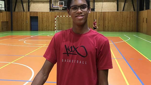 Jordan Oupoh je oporou jindřichohradeckých basketbalových kadetů.