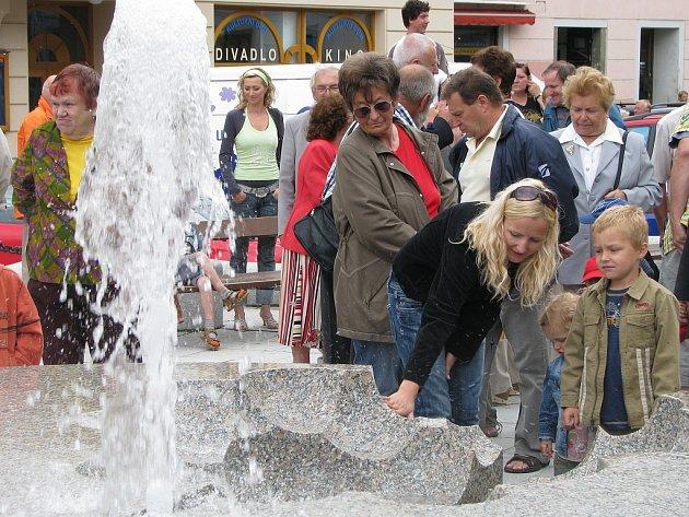 Slavnostní spuštění fontány v J. Hradci.