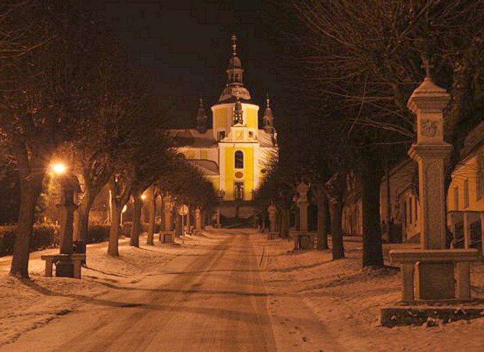 Křížová cesta v Chlumu u Třeboně v noci.