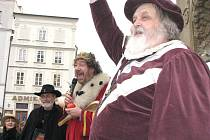 Do pohádky se přenesli v pátek obyvatelé i návštěvníci Jindřichova Hradce. Pohádkový král Zdeněk Troška zaujal jak dospělé, tak děti, které přišly na setkání v pohádkových kostýmech.