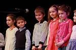 Kardašova Řečice – Tradiční setkání seniorů se uskutečnilo v kulturním domě v Kardašově Řečici. Úvodní slovo patřilo starostovi města Petru Nekutovi. Poté vystoupily děti z mateřské školy. Kroužek aerobiku předvedl skladbu Mravenec a následovalo pásmo hud