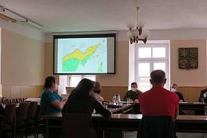 Jednání zastupitelů v Kunžaku ve čtvrtek 29. dubna.