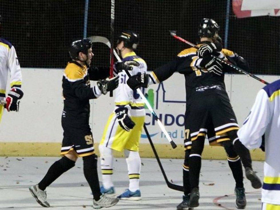 Hokejbalisté Suchdola nad Lužnicí se mohou těšit na pokračování I. ligy, která se bude dohrávat v pozměněném formátu.