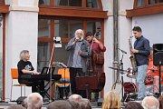Jezuitskou kolejí v Jindřichově Hradci zněl jazz.